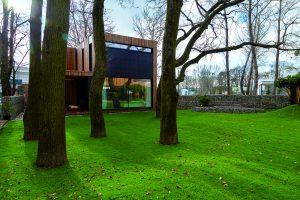 Moderní svépomocné bydlení v náručí přírody