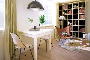 Jídelní sezení našlo inavzdory menší ploše bytu své místo na pomezí obývacího pokoje akuchyně. Je-li nutné vytvořit další místa, je možné stůl rozložit aposunout do prostoru.