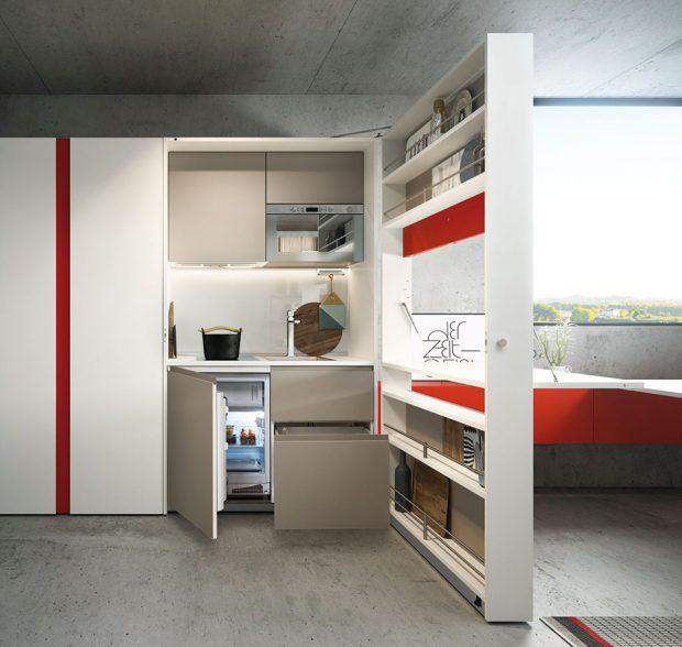 Pokud naopak ve svém bytě počítáte každý centimetr, vaším řešením může být kuchyňský box od Clei. Specialista na skladná askládací řešení představil vMiláně svoji rozkládací kuchyňskou linku. FOTO CLEI