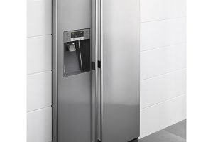 Electrolux EAL6140WOU, dvoukřídlá chladnička kombinovaná s mrazákem, energetická třída A+, dávkovač ledu a chlazení filtrované vody, LED osvětlení, 39 000 Kč