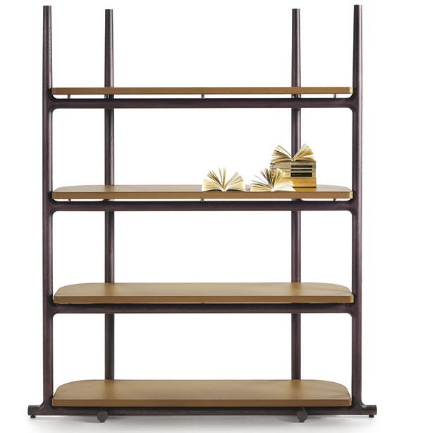 Nenápadný minimalistický regál Icaro navrhl pro letošní kolekci Flexformu Roberto Lazzeroni. Kombinace kovové konstrukce sdřevěnými policemi potaženými kůží! FOTO FLEXFORM