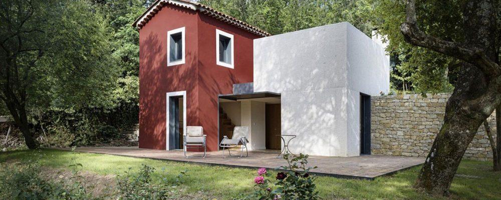 Zajímavá rekonstrukce zanedbaného předměstského domu ve francouzském Nice