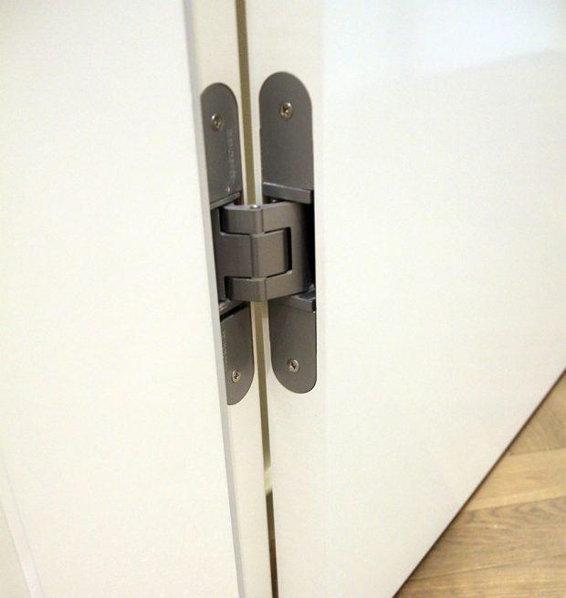 Skryté závěsy (panty) – pohled při otevřených dveřích, FOTO: SEPOS, spol. s r.o.