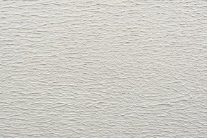 Pastovité omítky CEMROLL se nanášejí pomocí malířského válečku. Výška plyše ovlivní strukturu povrchu. zdroj: LB Cemix