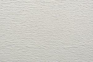 Potřebujete se zbavit trhlin na stěnách? Vyzkoušejte válečkované pastovité omítky CEMROLL!