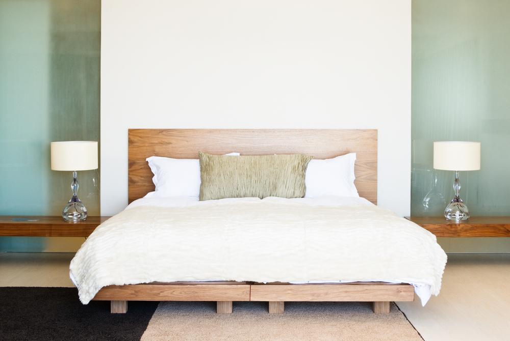 postel z masivu