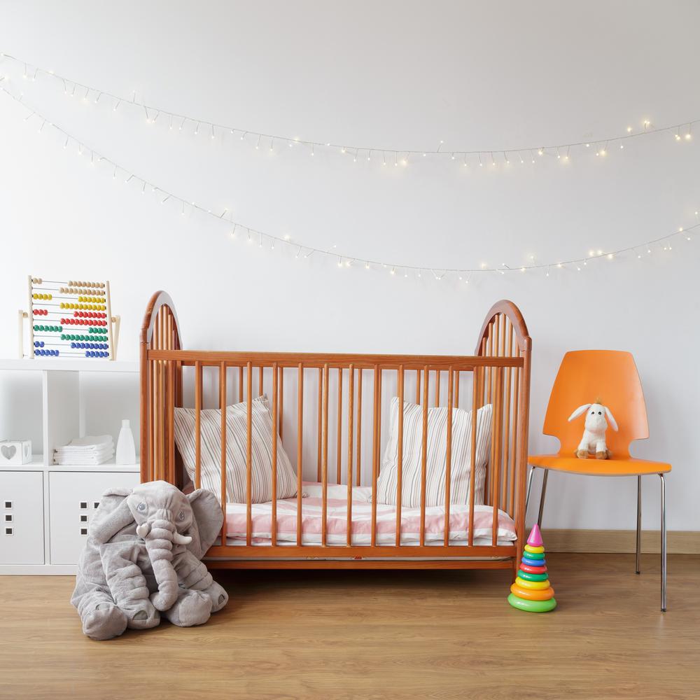 masivní postel pro miminko