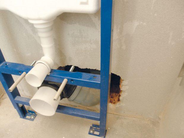 1. INSTALAČNÍ SYSTÉM WC Jeho montáž azapojení ponecháme na odborníky spraxí, kteří vpřípadě nedostatku doplní chybějící komponenty. FOTO Lucia Pristachová Hô-Chí