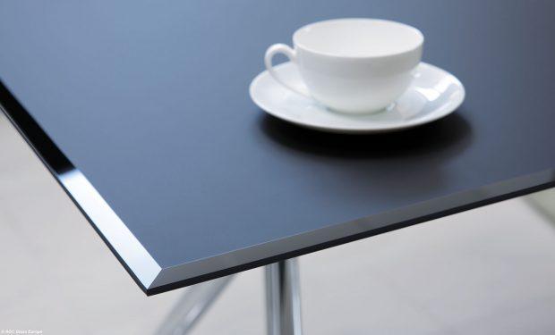 Matelac T Deep Black, lakované sklo pro tepelné zpracování se saténovým povrchem. Foto AGC Glass Europe