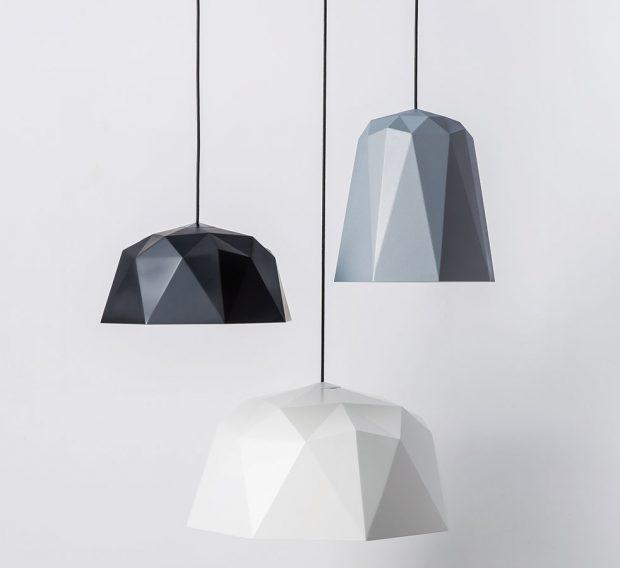Nylonová světla geometrických tvarů MUMOON jsou novinkou světelného butiku Claro. Budou se dobře vyjímat vkaždém světlém avzdušném interiéru.