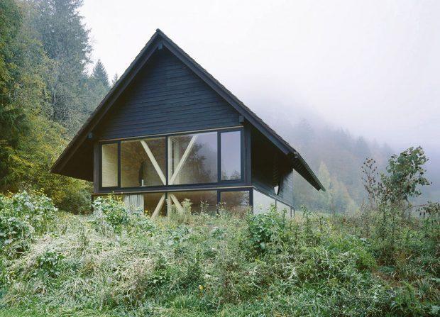 Představa majitele byla jasná – chtěl jednoduchý, dobře využitelný dřevo-dům, který by se vešel do omezeného rozpočtu. FOTO IOANA MARINESCU AARCHIV NOVATOP