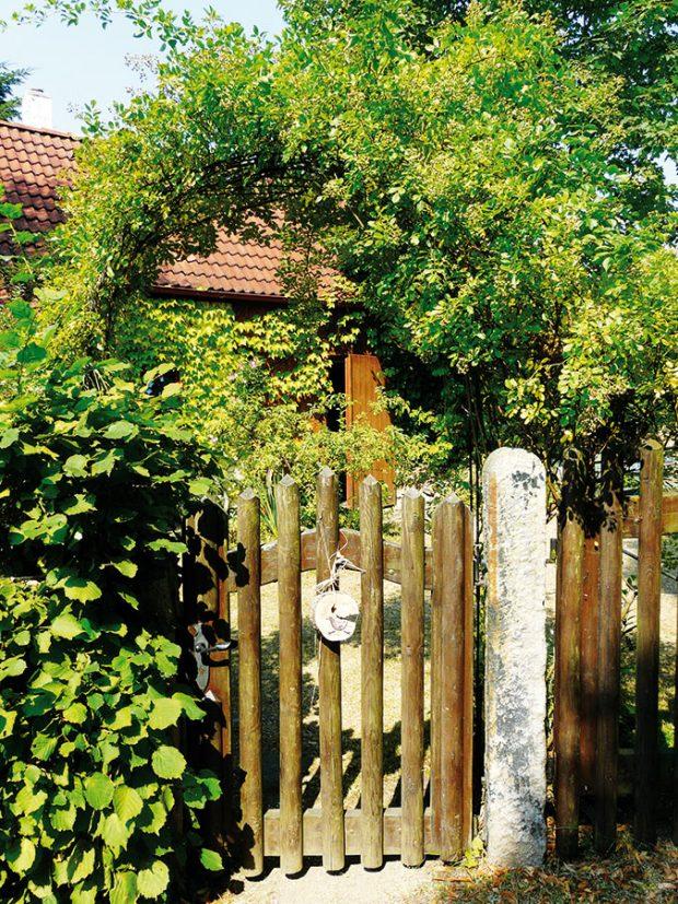 Gebrovi na svém pozemku hospodaří šetrným způsobem aplně se obejdou bez synteticky vyráběných hnojiv apostřiků. Zahrada díky tomu nevyžaduje nadměrnou péči. FOTO LUCIE PEUKERTOVÁ
