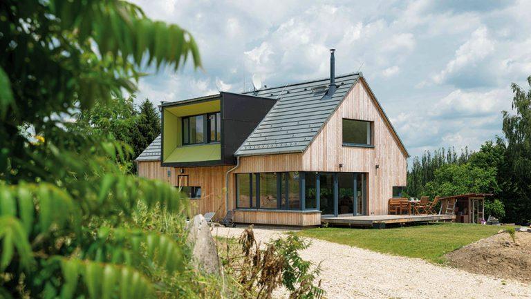 Krásné výhledy do krajiny byla základní požadavka majitele domu v blízkosti Českého lesa