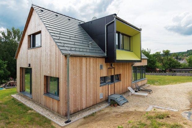 Architekti si pohráli i s detaily – za zmínku stojí, mimo jiné, i originální členění zadních dveří. FOTO MARTIN ZEMAN
