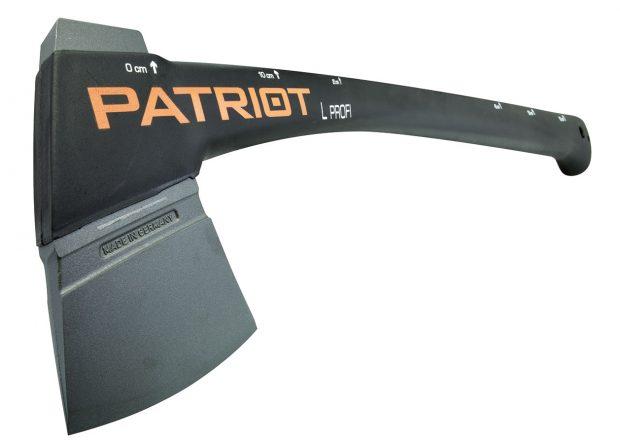 Patriot L, univerzální sekera smetrem na zadní části topůrka, topůrko zkompozitního materiálu vyztužené skelnými vlákny, prodává Mountfield, cena 1125 Kč