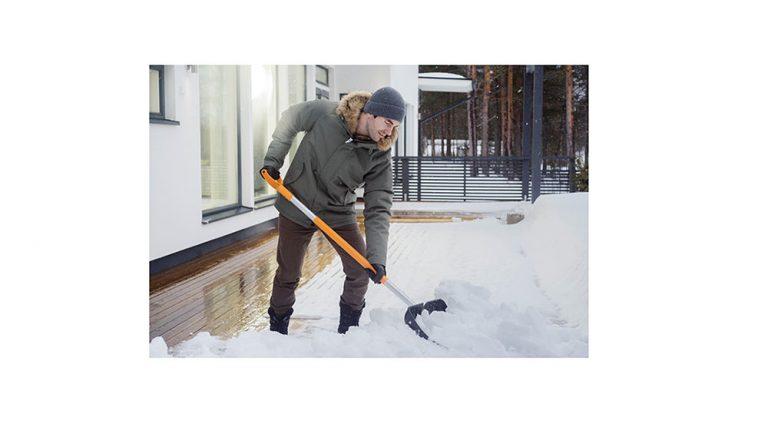 S Fiskars si záda nezničíte hned při první sněhové nadílce