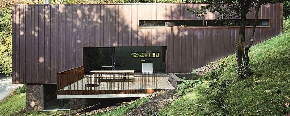 Rodinný dům s citem zasazený do přirozeného prostředí vyrostl v Belgii