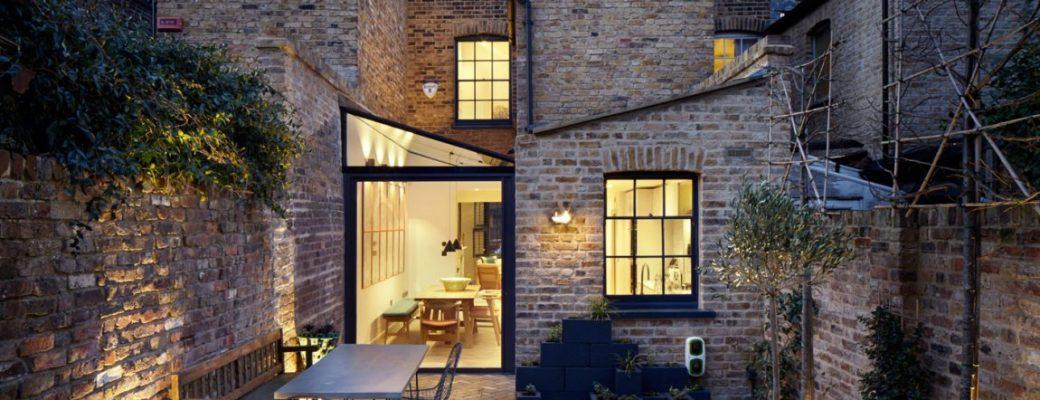 Citlivá a vkusná rekonstrukce odhalila skrytou krásu cihlového domu