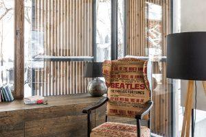 Do moderního interiéru se architektce povedlo začlenit na přání domácích ipár oblíbených retro kousků. FOTO CHRISTIAN SCHAULIN
