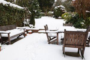Zimní práce kolem domu a zahrady