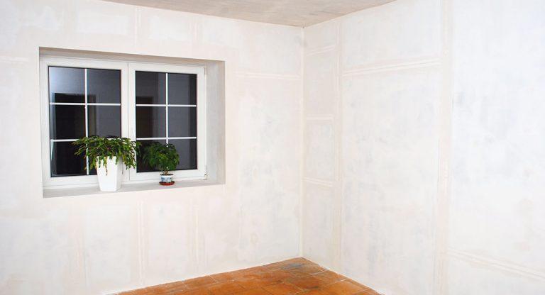 Izolace z interiérové strany má více předností a je levnější