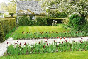 Dělení zahrady do různých tematických celků zvětšuje potenciál pozemku. FOTO LUCIE PEUKERTOVÁ