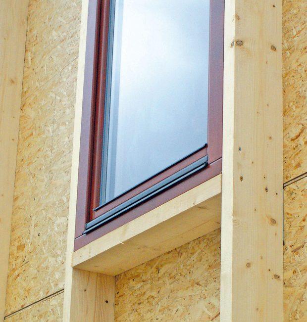 Příklad sloupkové konstrukce dřevostavby – konstrukce se zavětřením pomocí OSB desek. FOTO STANO BOTUR