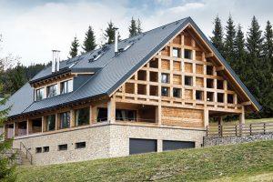 Srub, který navazuje na to nejlepší z tradiční lidové architektury