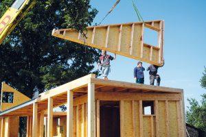"""Celá konstrukce domku """"Zilvar"""" od Gabriely Kaprálové zASGK je ze dřeva. Velká část prvků byla prefabrikovaná, na stavbě se pak panely jen usazovaly do sloupkové konstrukce. FOTO VERONIKA NEHASILOVÁ"""