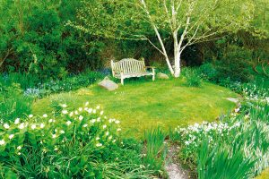 Některé zahrady sice působí, že vznikly přirozeně, ve skutečnosti jsou ale výsledkem dlouhodobého plánování odborníka. FOTO LUCIE PEUKERTOVÁ