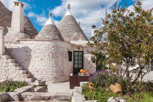Okouzlující kamenný dům s kuželovou střechou si vás okamžitě získa!