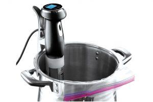 Vařič Ardes Sous vide K20, šetrné, jednoduché vaření ve vakuu bez ztráty vůně a chutí, přesná kontrola teploty vody, přehledný displey, časovač, značky hladiny vody, k zakoupení v síti Euronics, 4 449 Kč