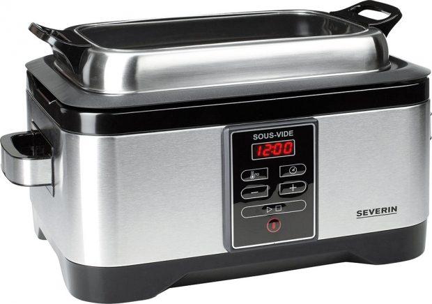 """Hrnec elektrický Severin SOUS-VIDE SV 2447, mírná metoda vaření bez tuku, zachovává vitamíny, esenciální živiny a přirozenou chuť, kapacita 6 l, LED displej pro sledování průběhu vaření, časovač až na 24 hodin dopředu, ovládání teploty mezi 40-99 °C s max. 1°C odchylkou pro """"nízkoteplotní"""" vaření, k zakoupení v síti Euronics, 3 257 Kč"""