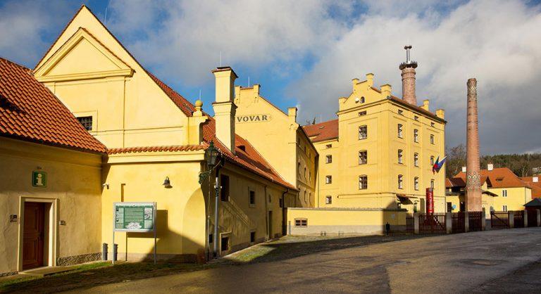 """Výstava """"Poklady v českých keramických obkladech"""" ukáže i nejstarší raně gotickou dlažbu"""
