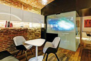 V neobyvatelném prostoru bývalé maštale vznikl hi-tech apartmán na ploše pouhých 36 m²