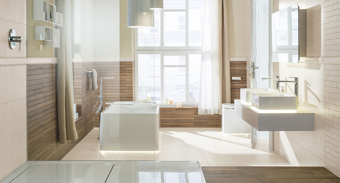 Koupelna v novém hávu: Letošní sezóna v duchu přírodních materiálů a větších formátů dlaždic
