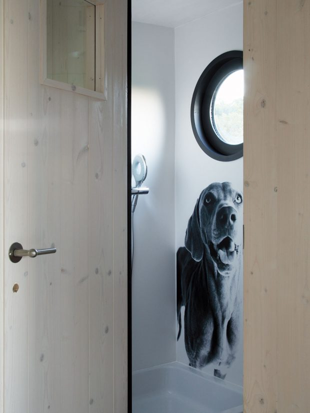 Do maringotky o celkové ploše 24 m2 se vešla dokonce i miniaturní koupelna se sprchovým koutem, umyvadlem a chemickým WC. foto Miramari