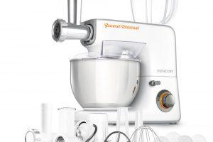 Kuchyňský robot Sencor, (STM 3700) široce vybavený robot scelokovovými převody, nádoba oobjemu 5,5 l znerezu, 18 kusů příslušenství, funkce: míchání, hnětení, šlehání, krouhání, mletí kávy, oříšků, bylinek, mixování koktejlů či smoothie, naplnění uzenin atd., 4 999 Kč.
