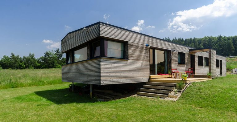 Moderní dřevostavba jako stvořená pro mladou rodinu