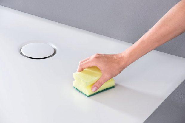 Snadný úklid Hladký povrch se jednoduše a rychle čistí. zdroj Geberit