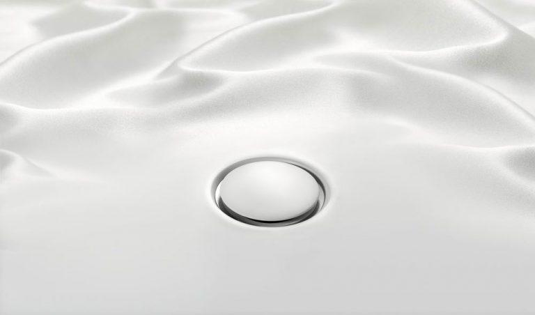 Plochá sprchová vanička Geberit Setaplano. Jemná na dotek