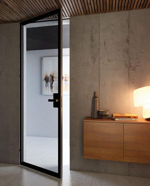 Dveře Master Clear zčirého skla float otloušťce 4 mm ase skrytými zárubněmi. Zabarvený černý pás na obvodu skleněné výplně, sminimální šířkou 6 cm, zakrývá konstrukční detaily akování. Foto J.A.P.