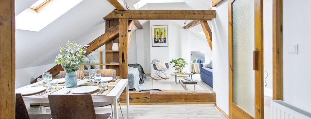 Co víc si přát? Útulný a milý půdní byt v jedné z nejkrásnějších částí Prahy