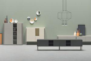 Inspirace retro vzory atvary, ovšem vmoderním provedení, je unábytku německé firmy Alf DaFre zřejmá. Kolekci DA-DO, která se skládá ze skříně, bočnice anízké televizní jednotky, charakterizují strohé rovné obdélníkové tvary různých barevných odstínů. Foto Alf DaFre