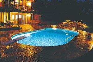 Kompozitní bazény řady Fort Wayne představují vyšší řadu zapuštěných rodinných bazénů pro více generací. FOTO MOUNTFIELD