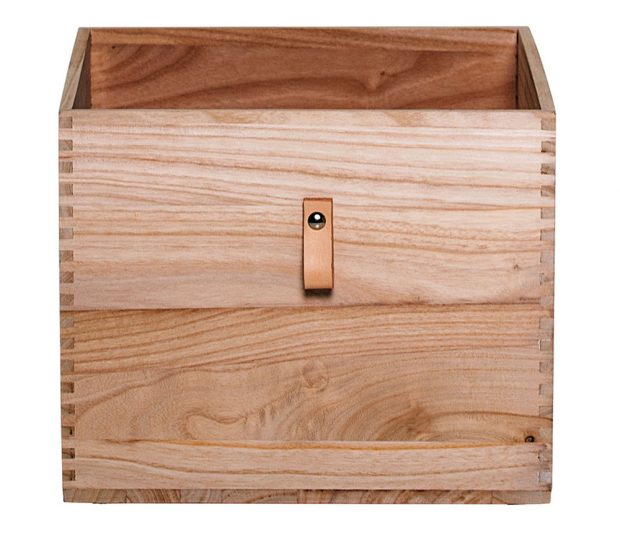 Úložný box Nature, 45 x 37 cm, výška 30 cm, dřevo, kožená úchytka, www.nordicday.cz, 2 869 Kč.