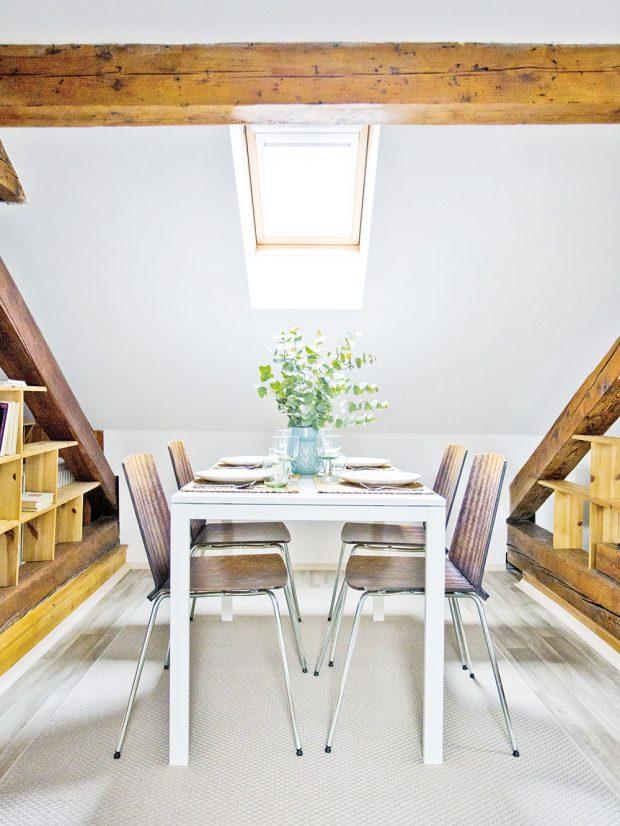 Každá část má svůj dominantní prvek. Vprostřední zóně je to prostorný jídelní stůl. foto www.browneyedcouple.com