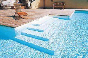 Rozměr a tvar bazénu i řešení vstupu do bazénu se přizpůsobí požadavkům zákazníka. FOTO BAZÉNY DESJOYAUX