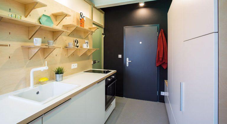 Jak vytvořit z extrémně malého bytu místo k plnohodnotnému životu mladé dvojice