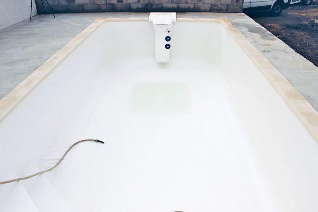 Napouštění bazénu. Za příznivých podmínek může být vše hotovo do 14 dnů.